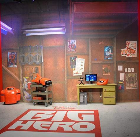 Hiro and Baymax from Big Hero 6 at Disney Hollywood Studios in Walt Disney World (35)