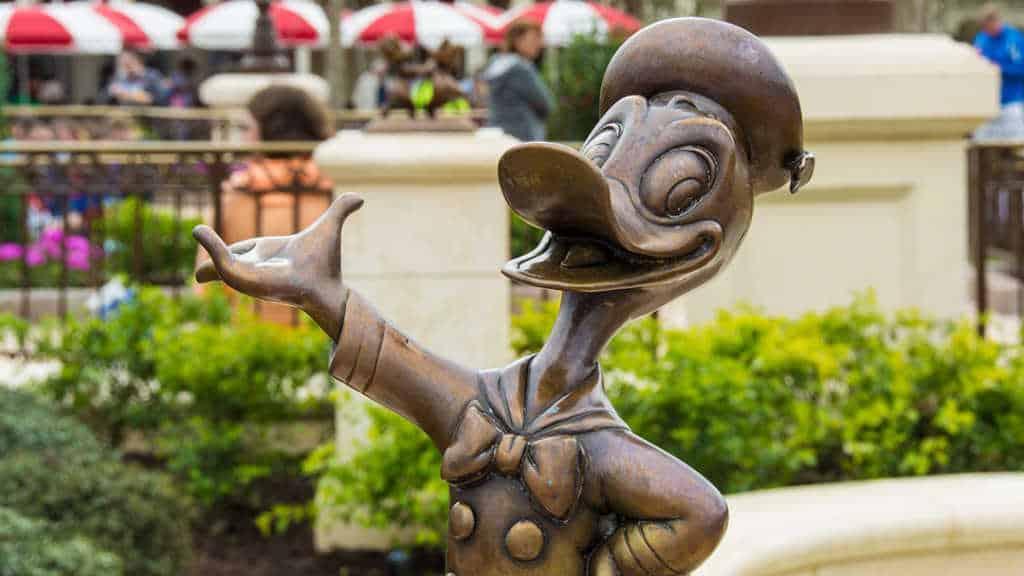 Donald Duck in Castle Hub at Magic Kingdom Walt Disney World l kennythepirate.com
