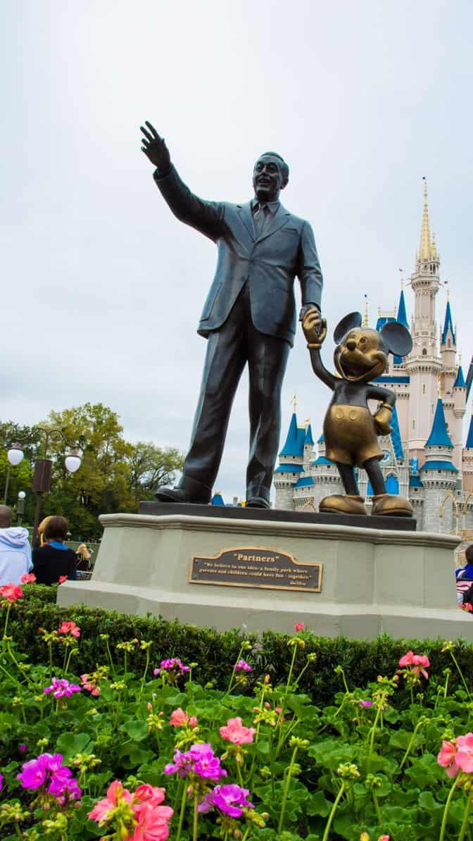 Pluto in Castle Hub at Magic Kingdom in Walt Disney World l kennythepirate.com