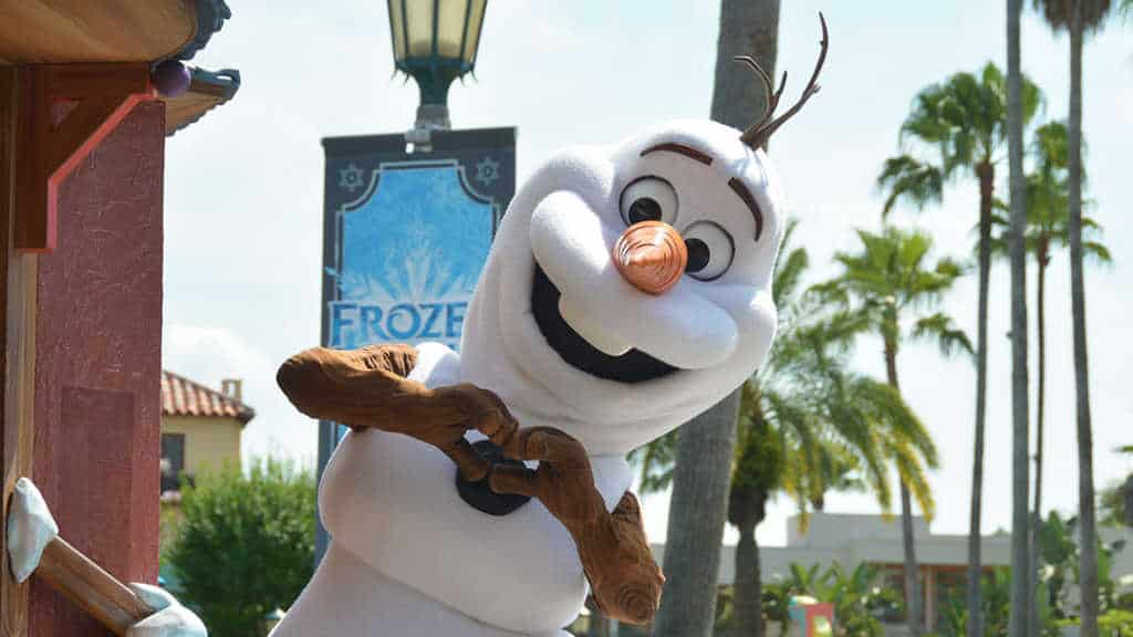 How to experience the Frozen Royal Welcome at Disney's Hollywood Studios #frozenfun #coolestsummerever Olaf