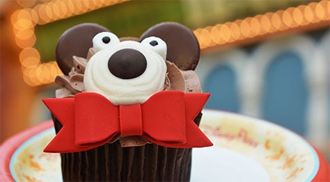 Mickey's Very Merry Christmas Party treats and cupcakes