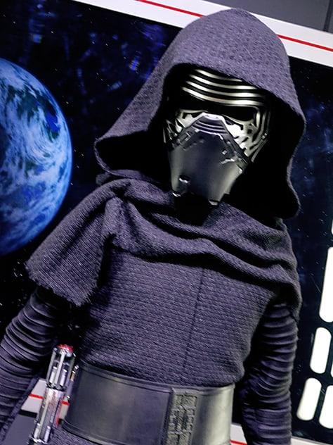 Star Wars Launch Bay Kylo Ren meet and greet 4