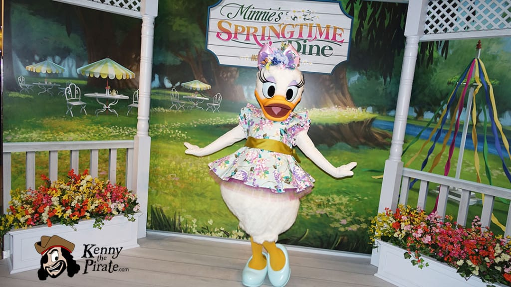 Minnie's Springtime Dine at Hollywood and Vine in Hollywood Studios (1)