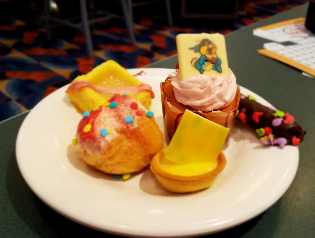 Minnie's Springtime Dine at Hollywood and Vine in Hollywood Studios (21)