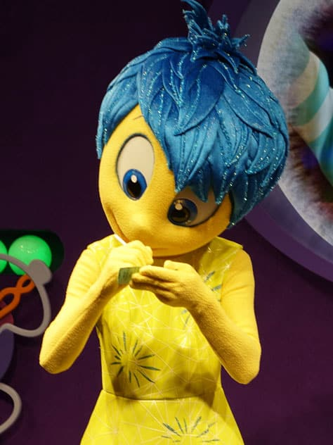 How to meet Joy and Sadness from Inside Out at Epcot in Disney World (41)