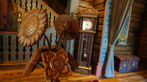 Meet Anna and Elsa at the Royal Summerhus in Epcot (13)