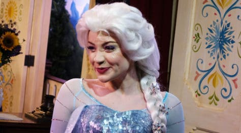Meet Anna and Elsa at the Royal Summerhus in Epcot (43)