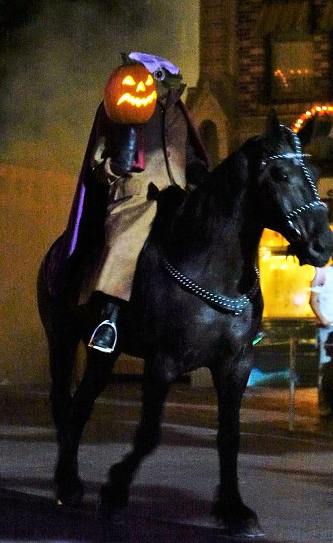 disneyland-mickeys-halloween-party-2016-o1