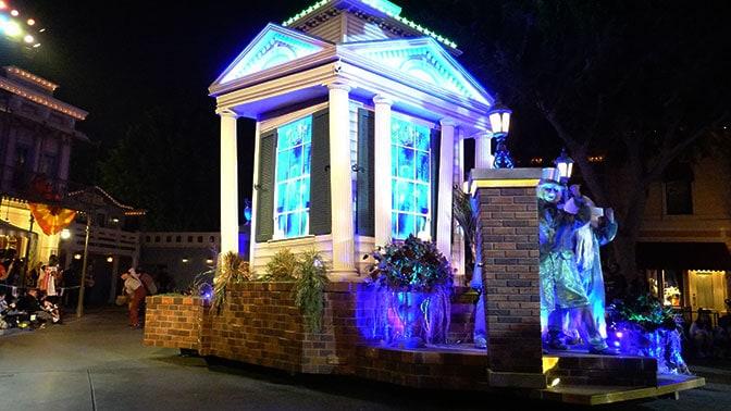 disneyland-mickeys-halloween-party-2016-q8