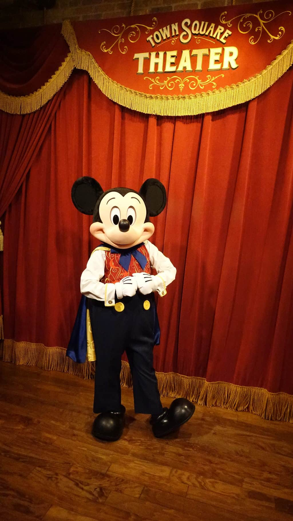 Mickey Mouse Updated His Look at the Magic Kingdom ...
