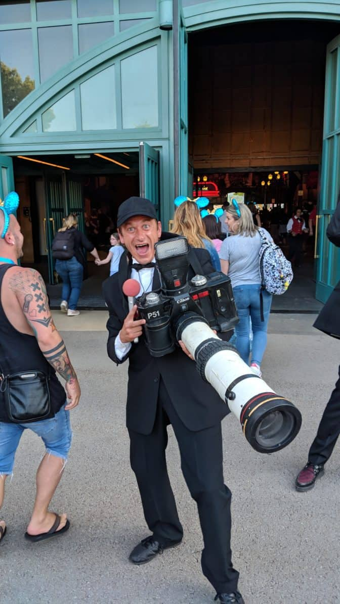 Photographer-guy-at-Fandaze-in-Disneyland-Paris-2018.jpg