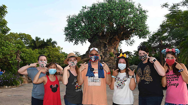 Disney World bans eating and drinking while in a queue line
