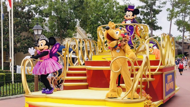 Check out all the Photos and Videos of the Halloween Cavalcades at Magic Kingdom!