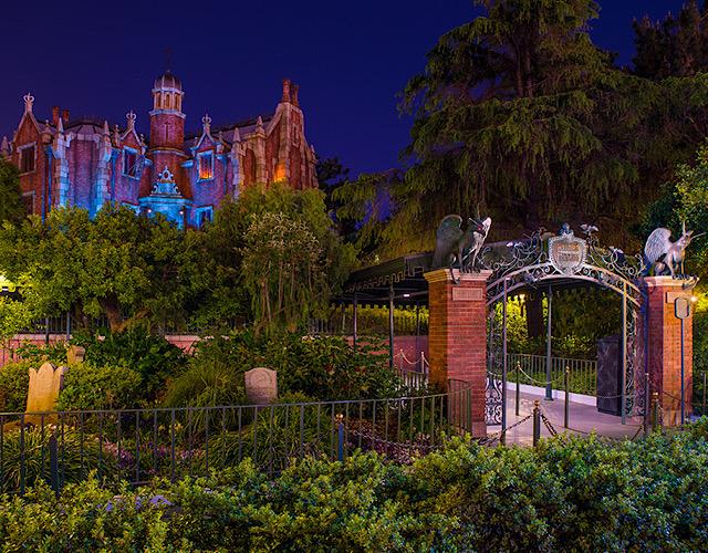 Disney Tokyo Haunted Mansion photo tour