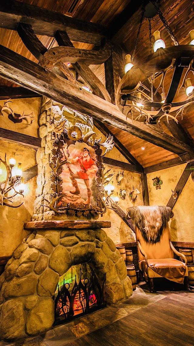 Gaston's Tavern Cinnamon Rolls