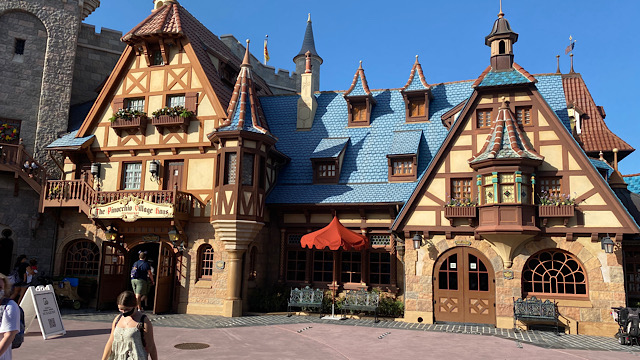 pinocchio village house dining view