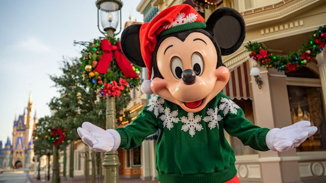 Join Mickey in a Great Christmas Tale