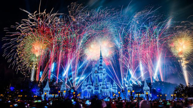 These Disney Resort Dining Options will be Open Late for New Years Eve