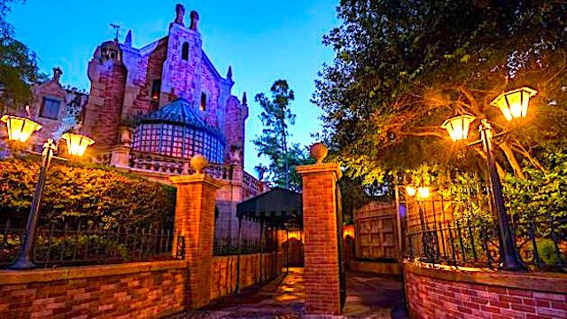 Hitchhiking Ghosts From the Haunted Mansion Now Following You Home