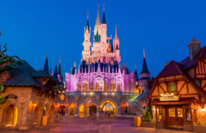 A Magic Kingdom attraction has BOTH plexiglass and physical distancing