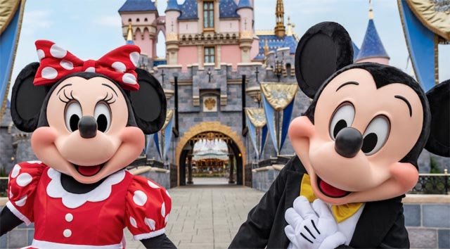 Breaking News: Chapek Announces Disneyland Reopening Date!
