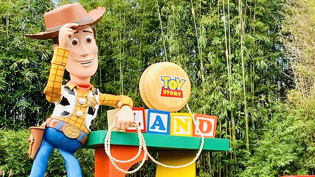 Woody's Lunch Box is rootin' tootin' good time