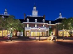 What can Disney World Guests expect when ordering food and eating in outdoor locations?