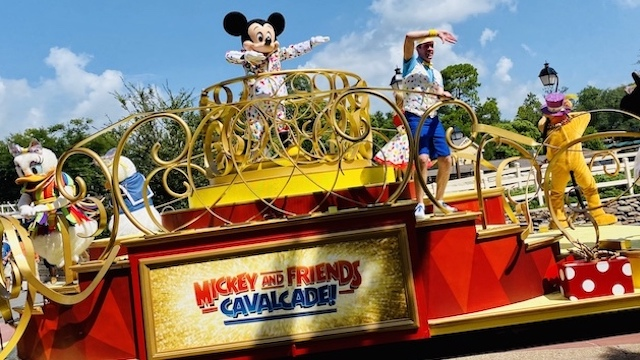 Here's how you can make sure you see Disney World's character cavalcades!