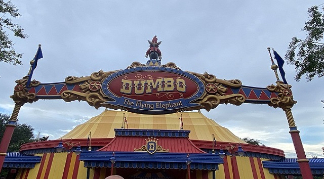 How does the Dumbo the Flying Elephant pager system work?